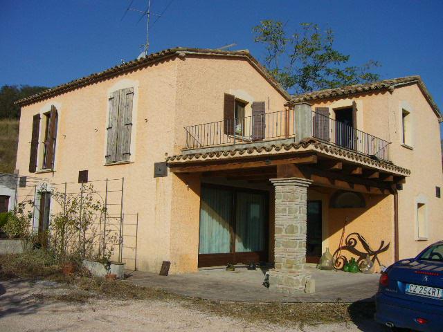 Agenzia immobiliare ala case e ville for Piani di fattoria con portico